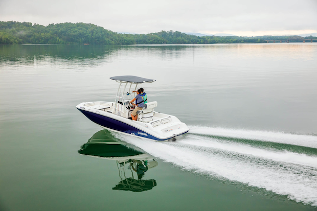 The Yamaha 190 FSH Jet Boat in Ski Mode